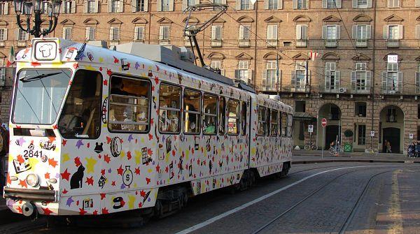 aperitivo o cena en tranvía Torino